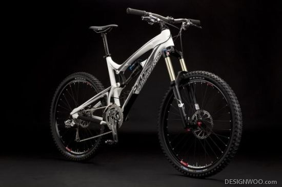Santa Cruz Bicycles Debuts Carbon Fiber Nomad-C